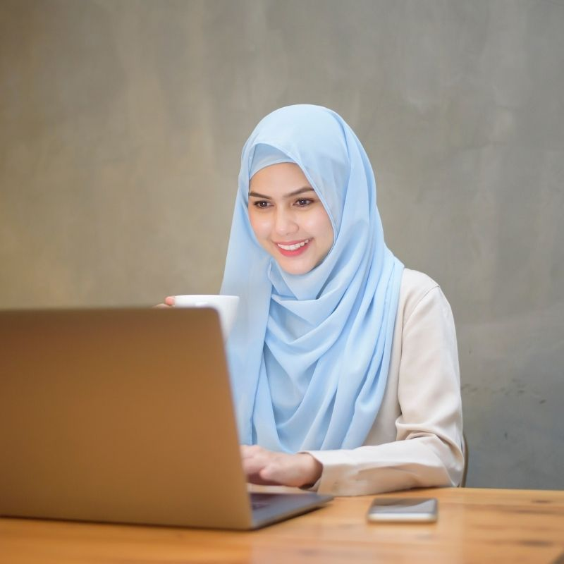 nlowe membership muslim woman in business